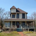 douglass_summer_home_front-600